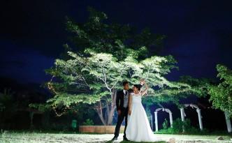 Mariés en extérieur