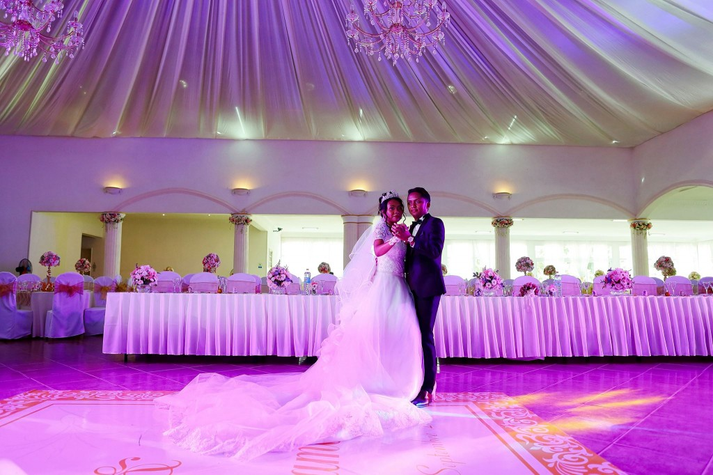 Dera & Diamondra-shooting-photo-mariage-colonnades-2
