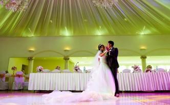 Dera & Diamondra-shooting-photo-mariage-colonnades
