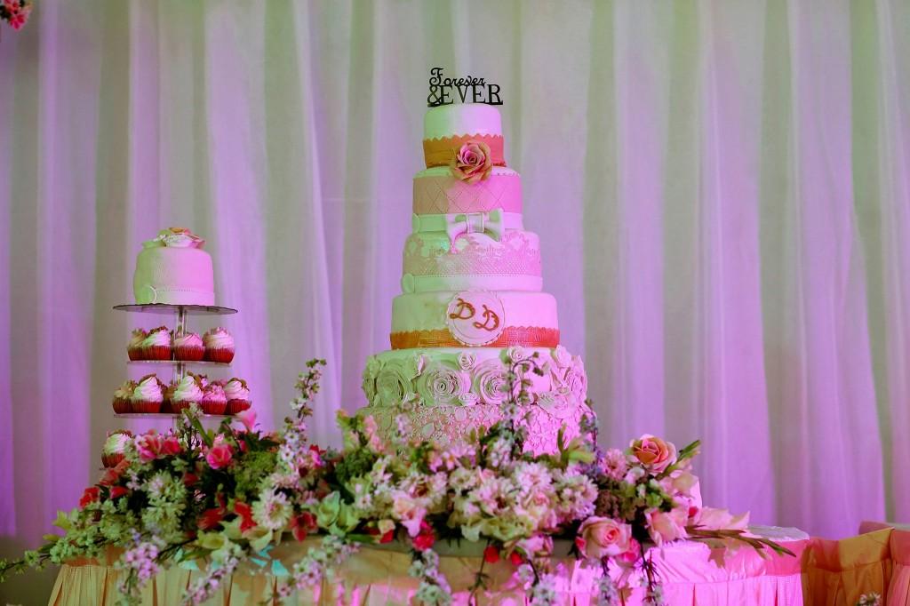 Dera & Diamondra-gâteau-mariage-colonnades