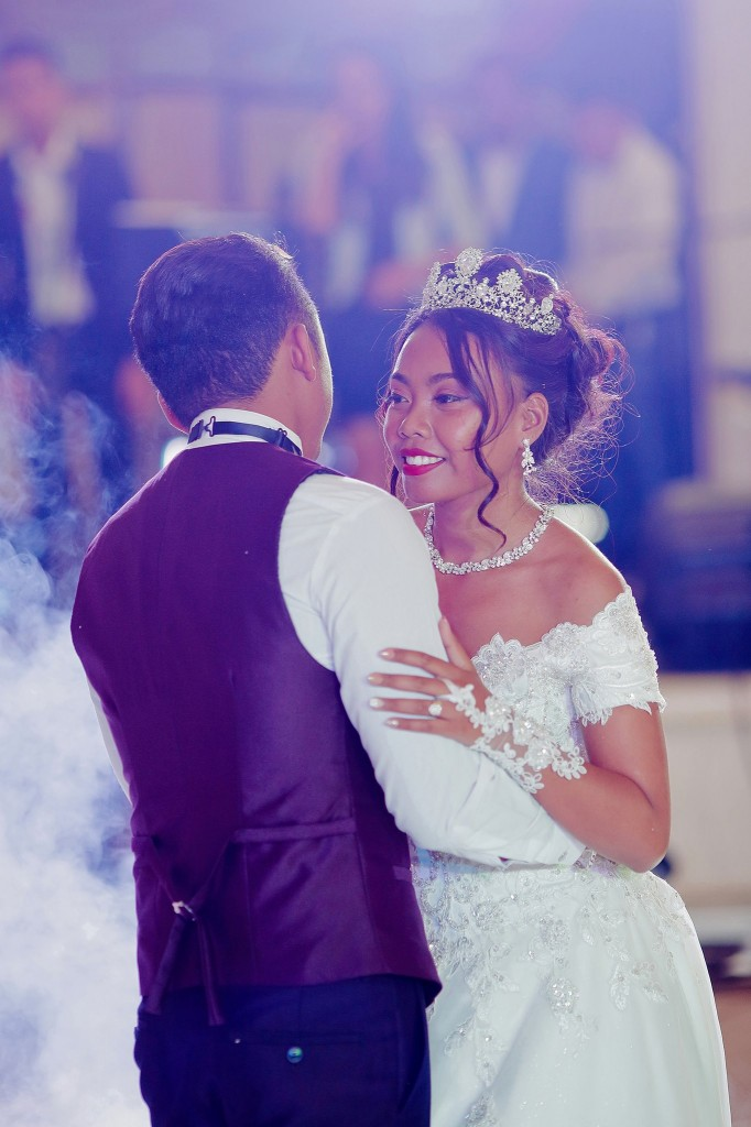 Dera & Diamondra-shooting-photo-mariage-colonnades-5