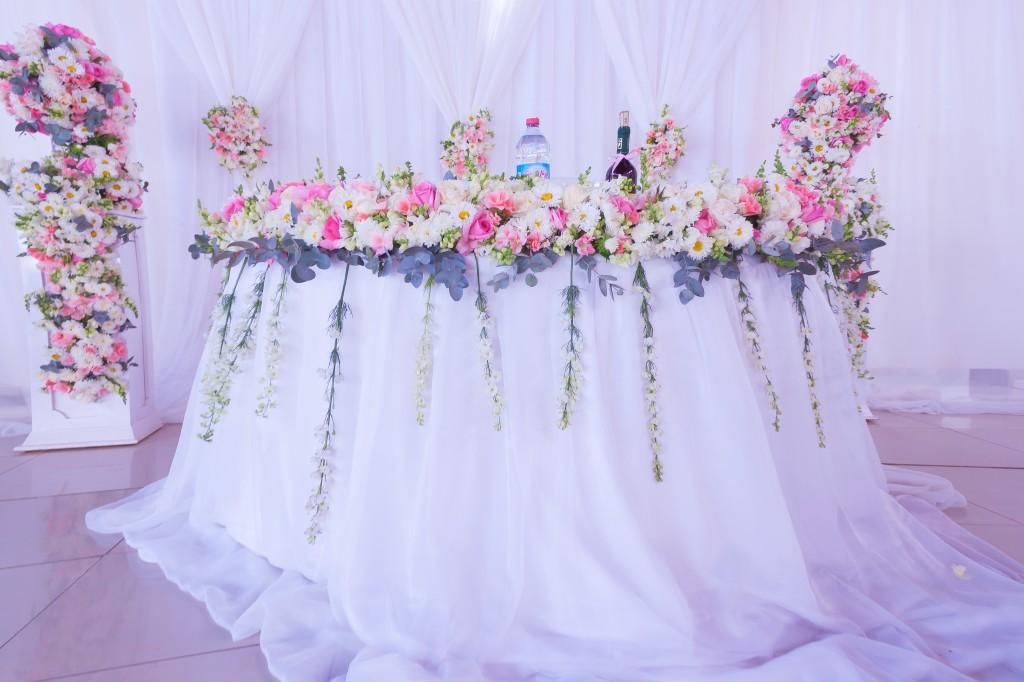 Decoration-florale-mariage-cocktail-jardin-colonnades-2