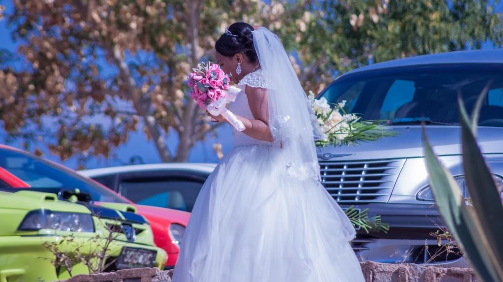 Mariage-colonnades-julio-mamitiana-arrivée-mariée