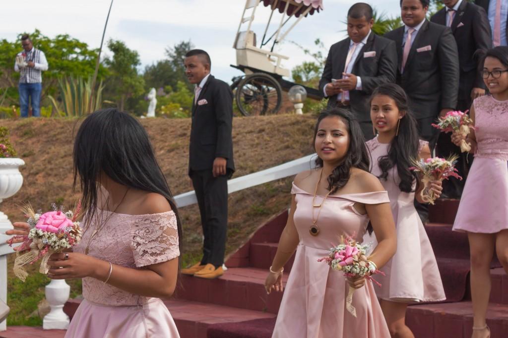 filles d'honneur-mariage-colonnades-mariage-Madagascar-6