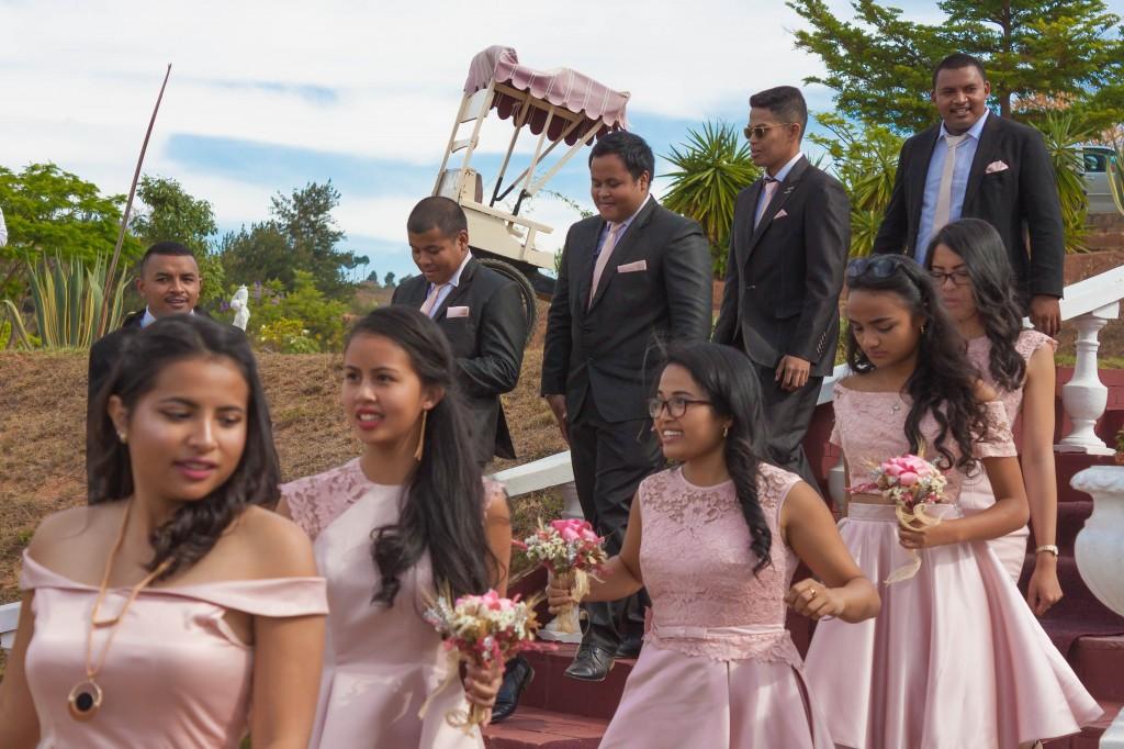 filles d'honneur-mariage-colonnades-mariage-Madagascar5