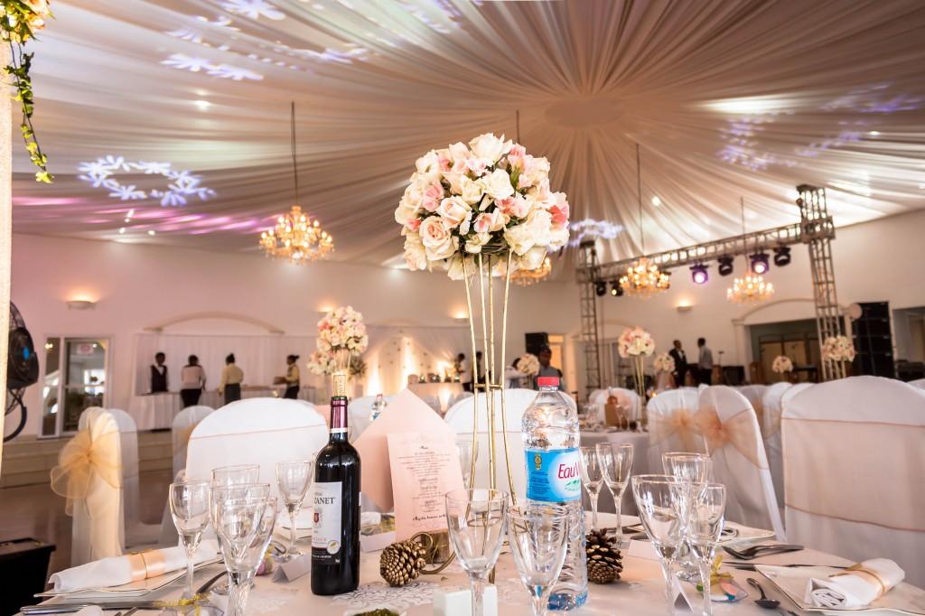 décoration-mariage-table-invités-colonnades-mariage-Madagascar-5