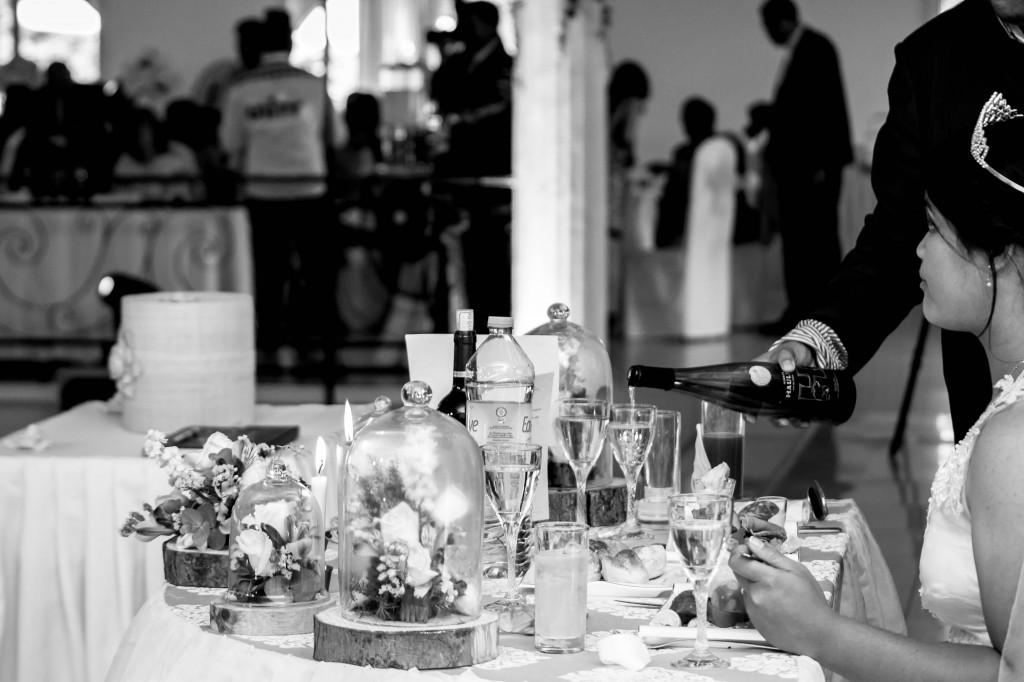 table-mariés-colonnades-mariage-Madagascar-3