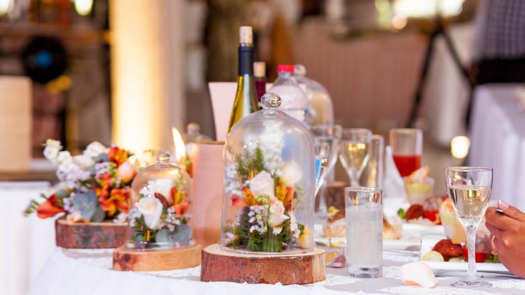 table-mariés-colonnades-mariage-Madagascar-1