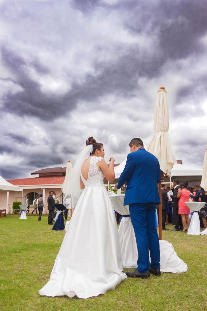 Mariage-colonnades-décembre-mariés-cocktail-jardin