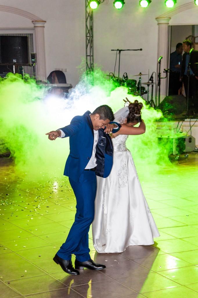 Mariage-colonnades-décembre-mariés-danse-ouverture