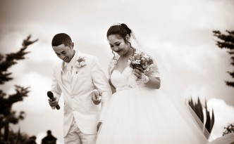 arrivée-mariés-mariage-Colonnades-marche-nuptiale-2