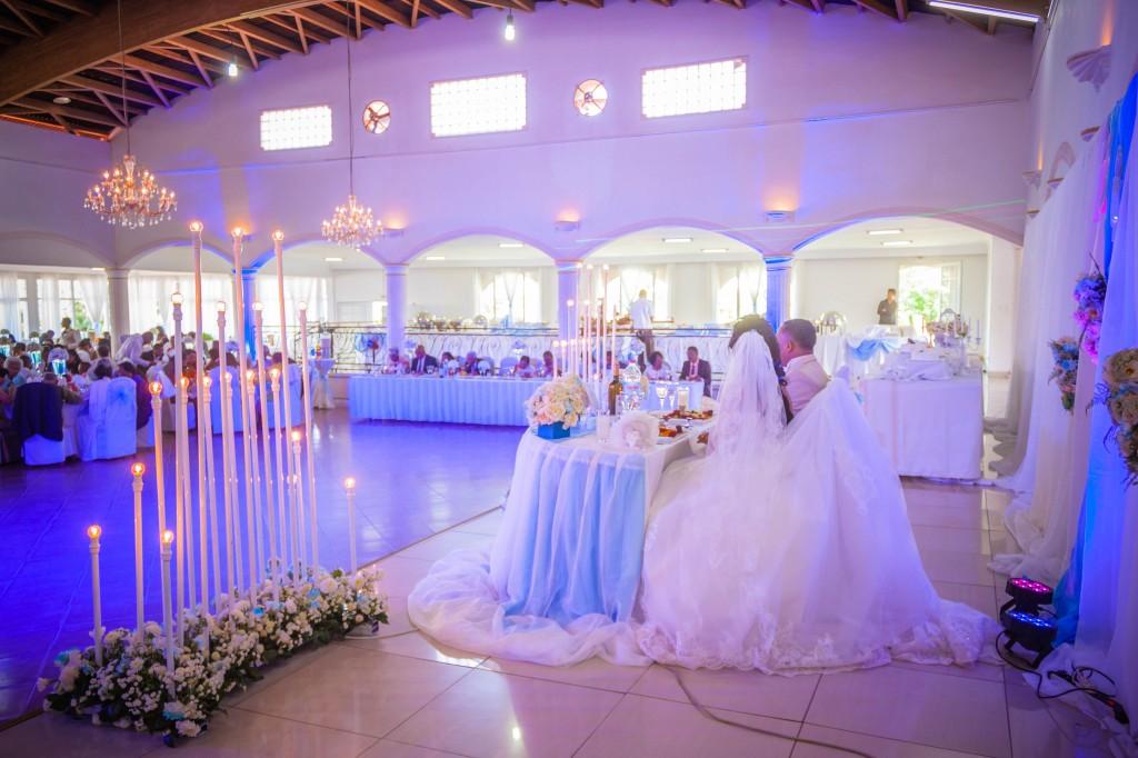 table-mariés-salle-réception-mariage-Antananarivo