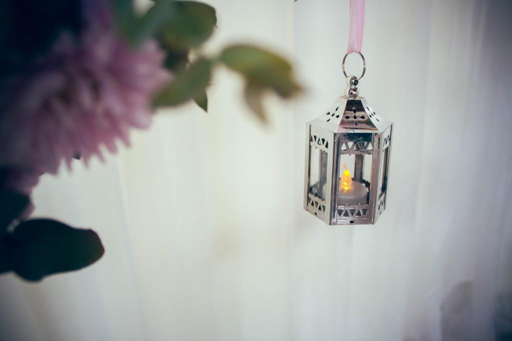 déco-chandelier-mariage-colonnades