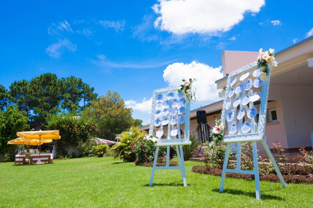 Décoration-extérieur-jardin-espace-les-Colonnades-liste-invités