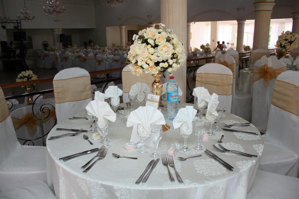 table-invités-mariage-colonnades