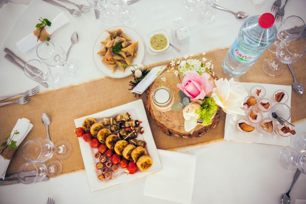 tables-invités-décoration-cocktail-salle-de-reception