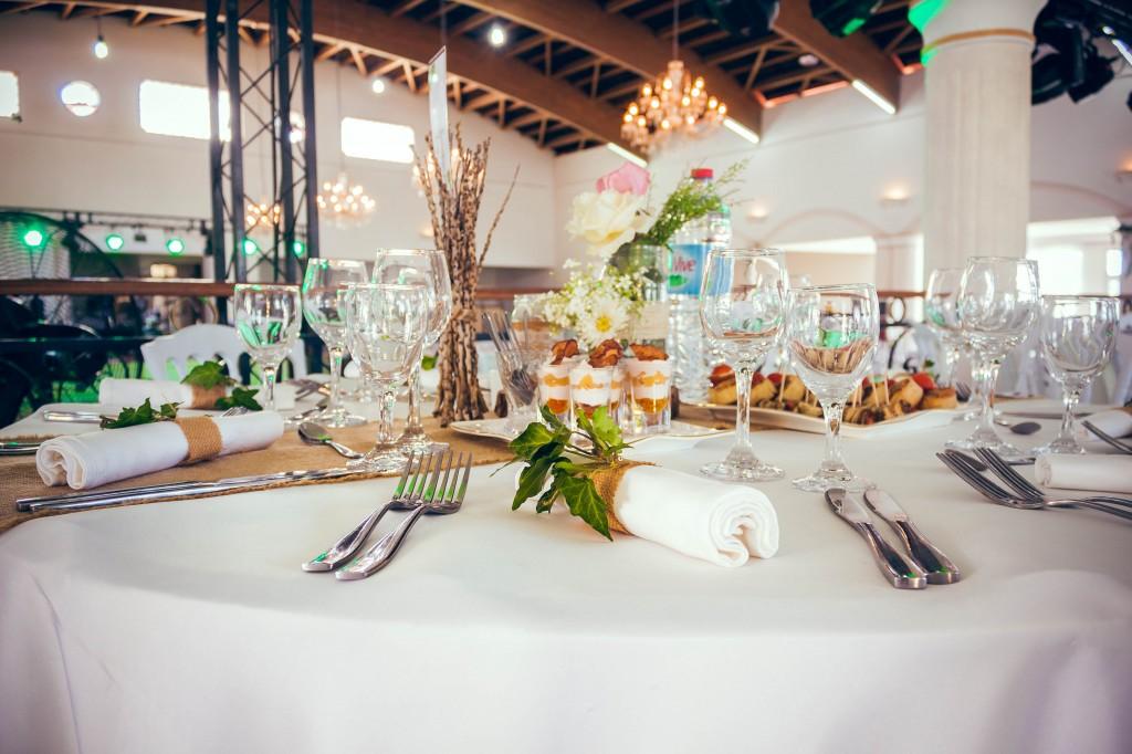 tables-invités-décoration-salle-de-reception