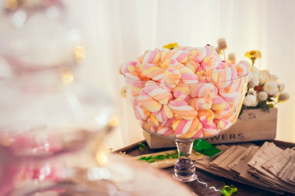 décoration-table-bar-bonbon-mariage
