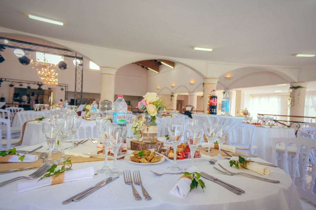 tables-invités-mariage-salle-colonnades