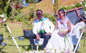 mariage-séance-photo-mariés-jardin-