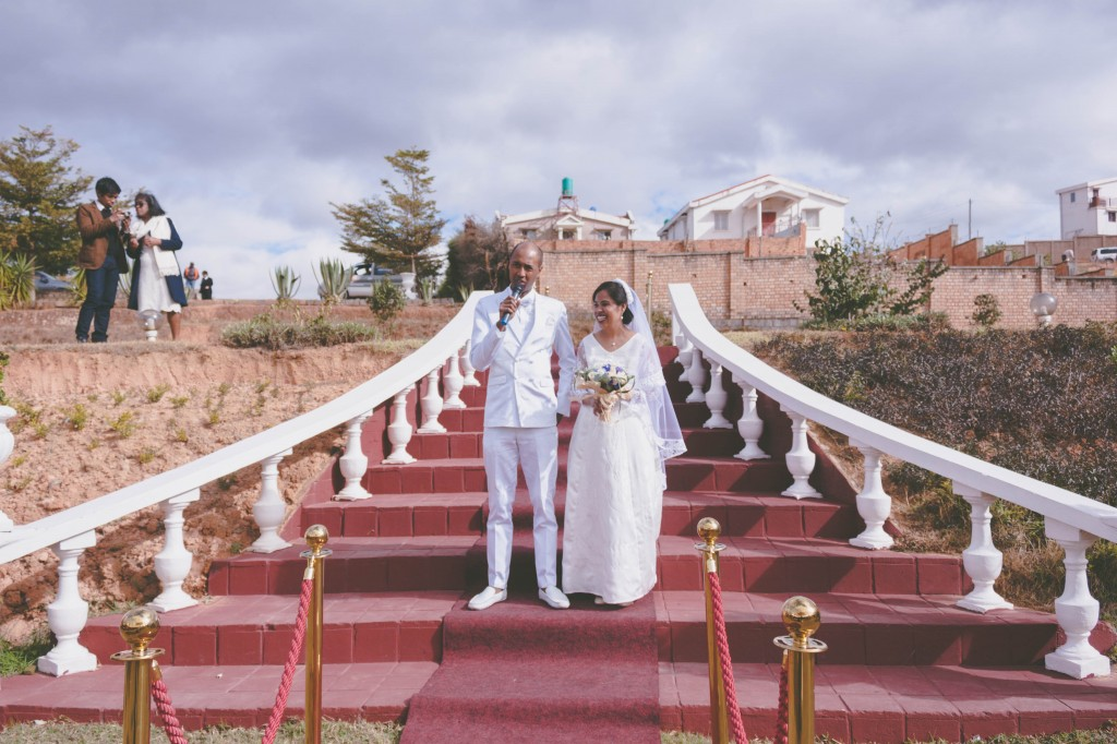 mariage-antananarivo-colonnades-discours-marié-jardin-njaka-tsiory