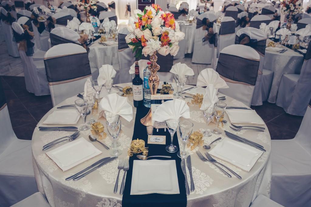 table-invités-mariage-colonnades-Thynema & Mihanta-colonnades