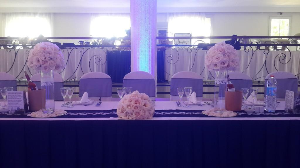 intérieur salle-table-dhonneur