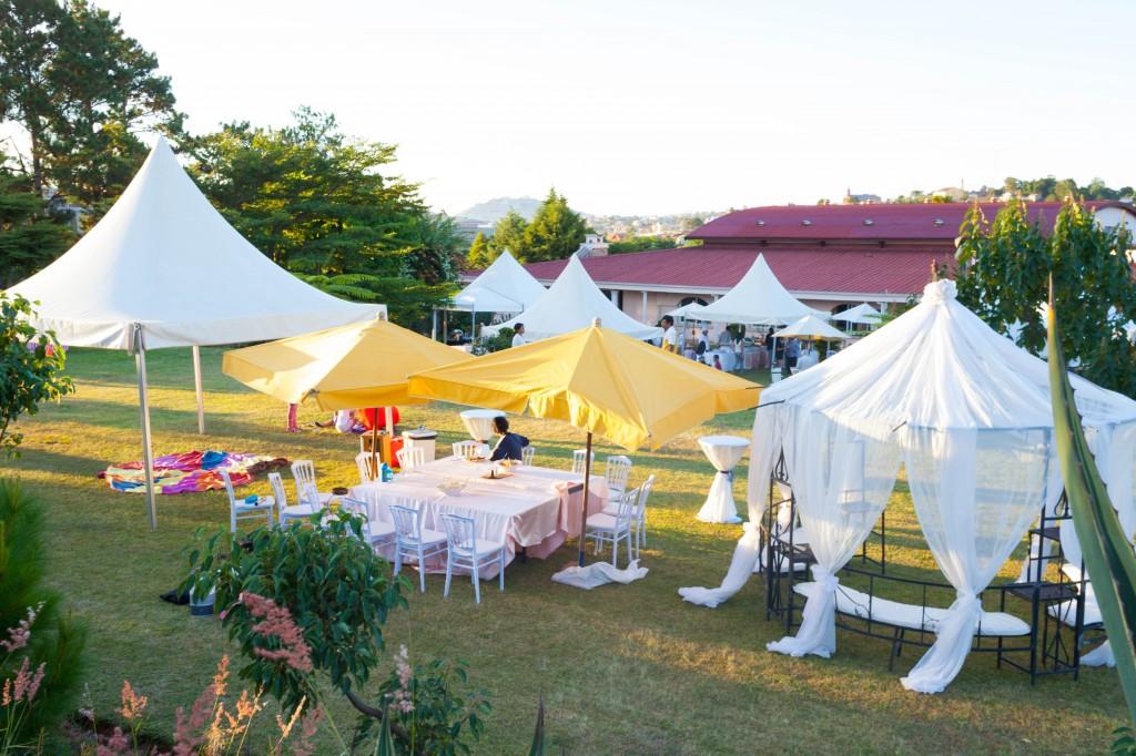 garden party colonnades Tana