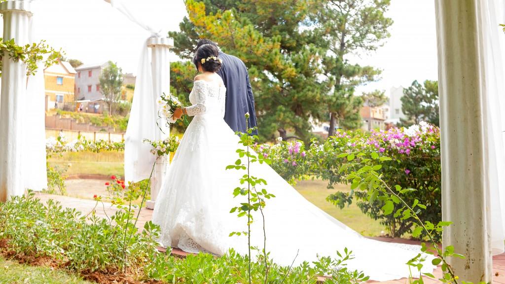 allée-des -mariés-mariage-espace-colonnades