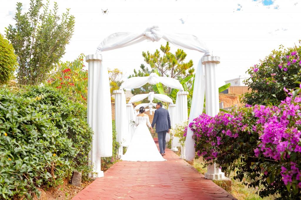 allée-des -mariés-mariage-espace-colonnades-1