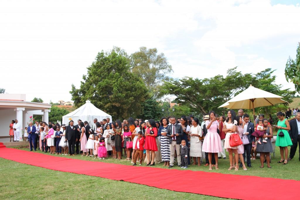 Tapis rouge mariage Tsilavo Mbolatiana (1)