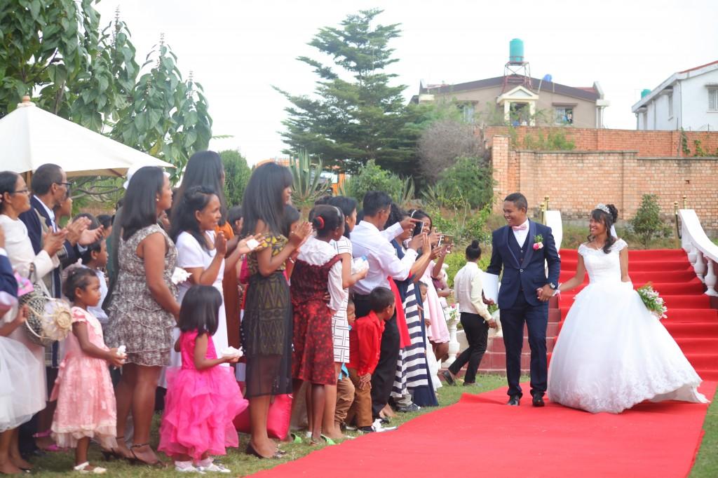 Tapis rouge mariage Tsilavo Mbolatiana (2)