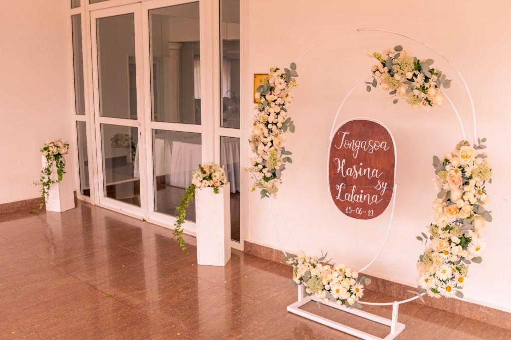 Mariage-Colonnades-hasina-Lalaina-déco exterieur-photosary (4)