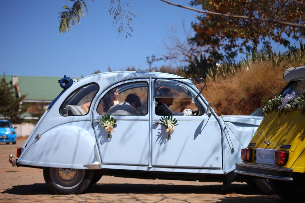 Arrivée-mariés-mariage-colonnades-Rary-Laurance-photosary (3)