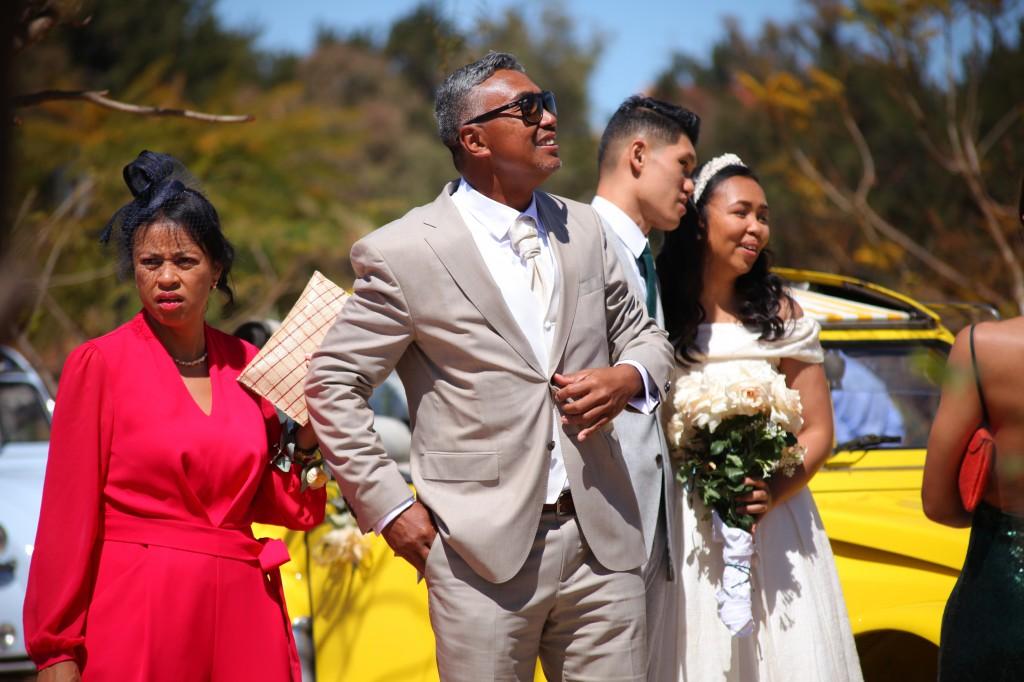 Arrivée-mariés-mariage-colonnades-Rary-Laurance-photosary (6)