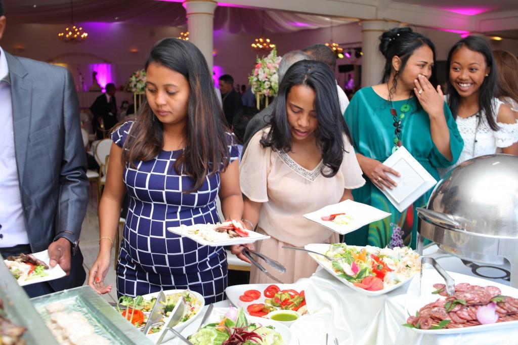 Grand buffet salle Colonnades mariage Mika Maeva (4)