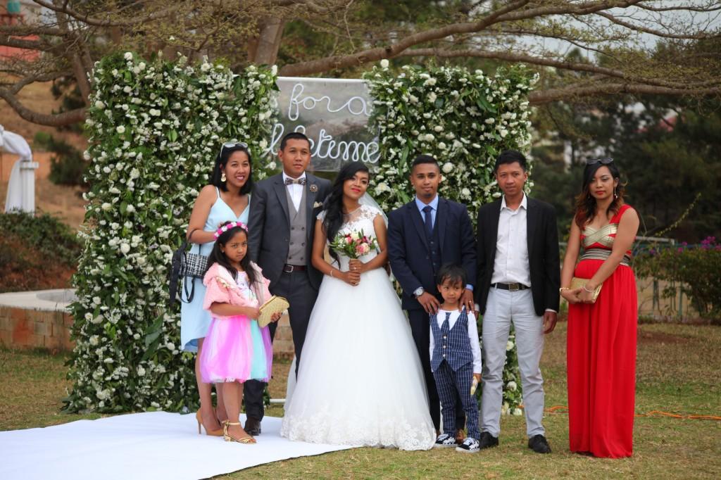 Scéance photo jadin mariage Ny Hasina Ronnie Colonnades (10)