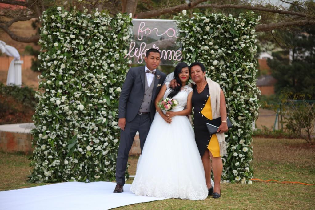 Scéance photo jadin mariage Ny Hasina Ronnie Colonnades (11)