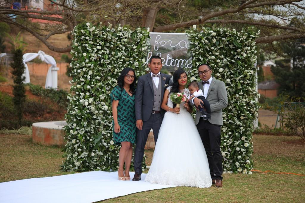 Scéance photo jadin mariage Ny Hasina Ronnie Colonnades (12)