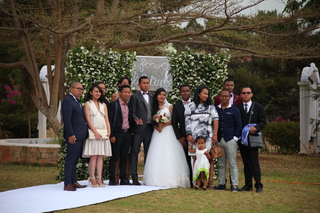 Scéance photo jadin mariage Ny Hasina Ronnie Colonnades (13)