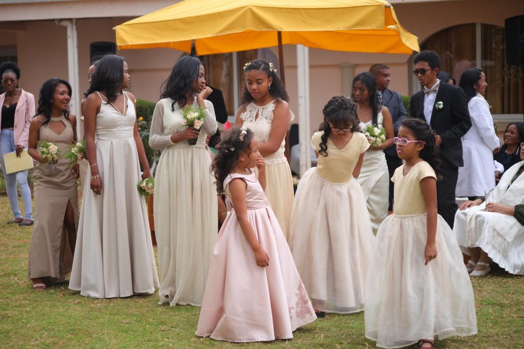 Scéance photo jadin mariage Ny Hasina Ronnie Colonnades (3)
