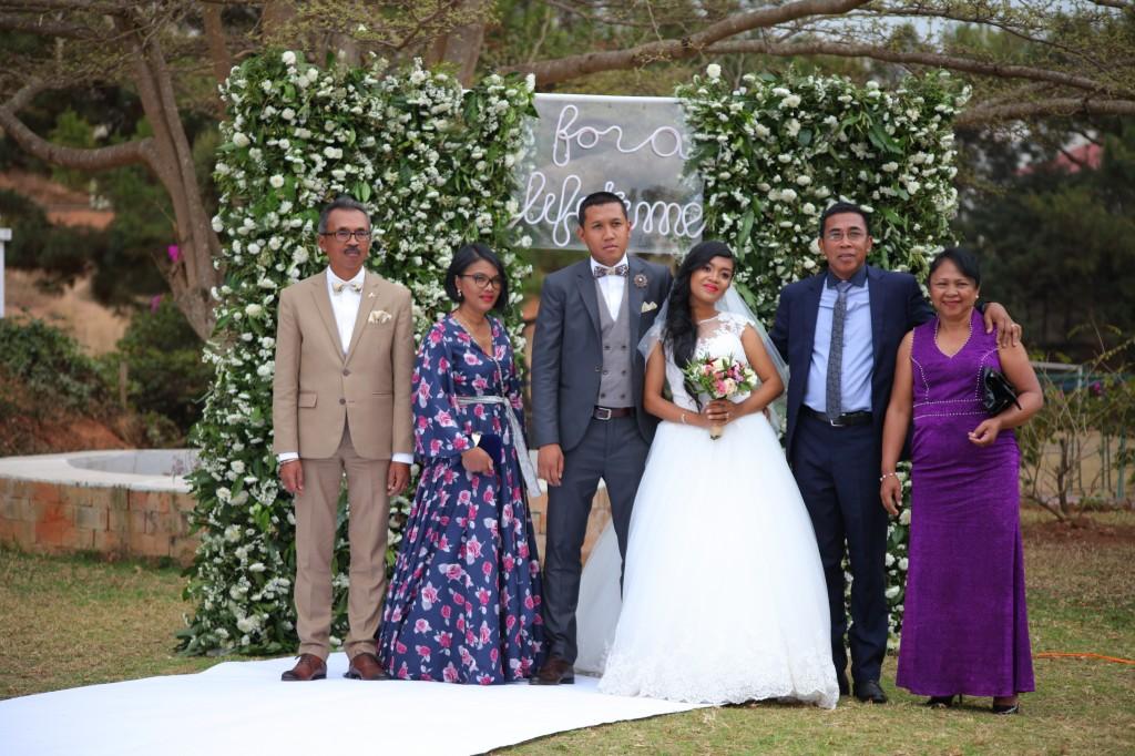 Scéance photo jadin mariage Ny Hasina Ronnie Colonnades (4)