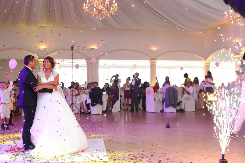 ambiance salle mariage champêtre colonnades photosary emilio elviane (4)
