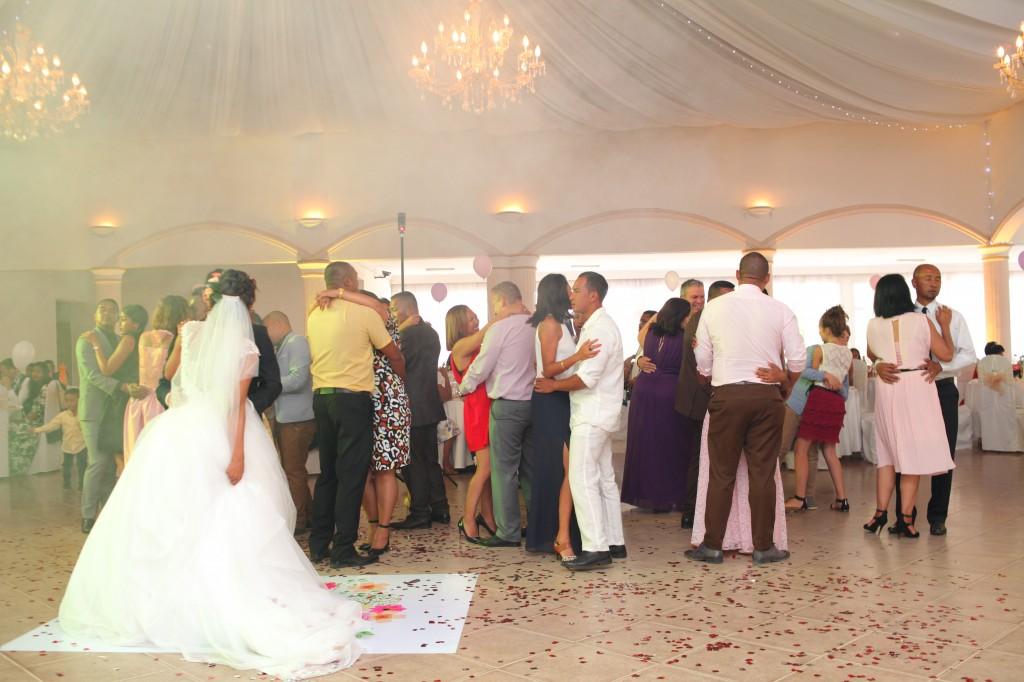 ambiance salle mariage champêtre colonnades photosary emilio elviane (7)