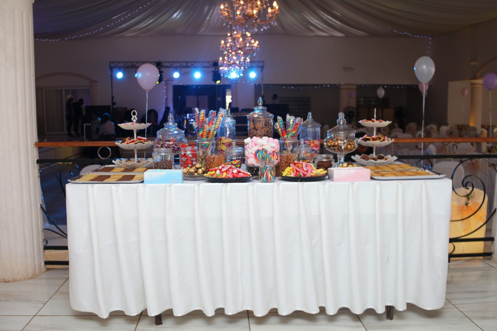 bar à bonbon mariage champêtre colonnades photosary emilio elviane (1)