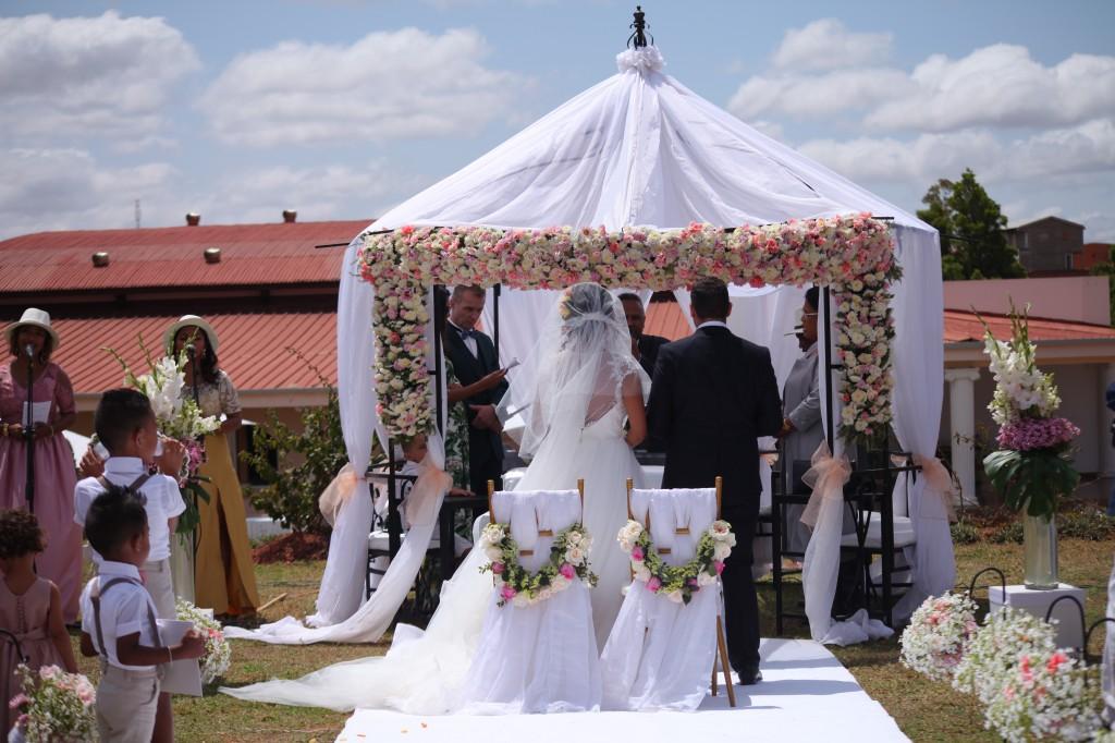 cérémonie mariage champêtre colonnades photosary emilio elviane (1)