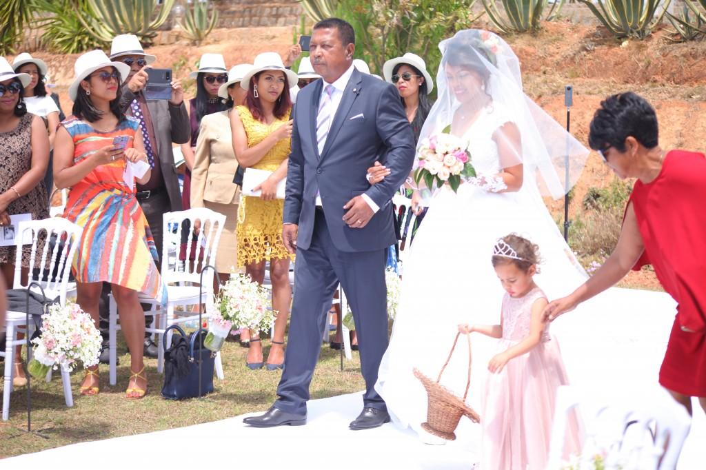 cérémonie mariage champêtre colonnades photosary emilio elviane (11)