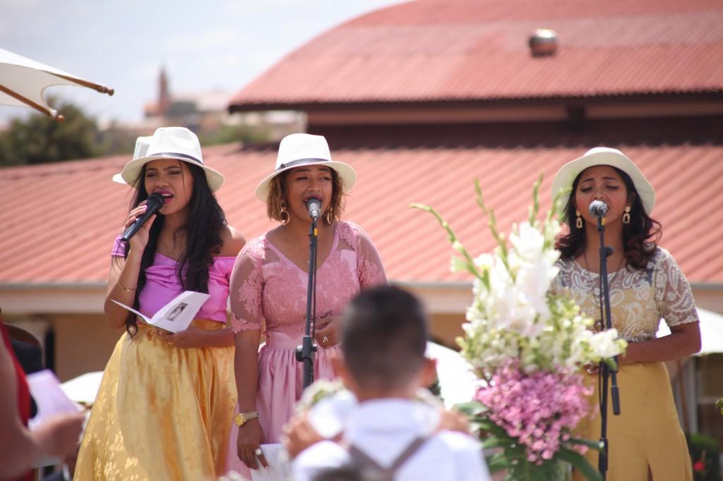 cérémonie mariage champêtre colonnades photosary emilio elviane (2)