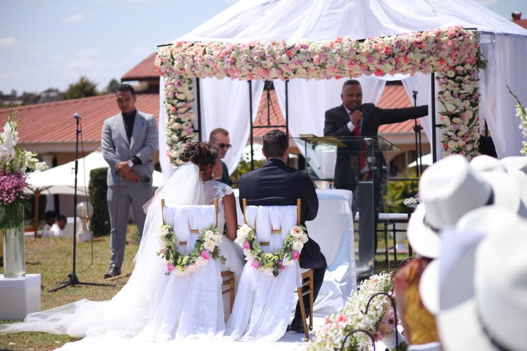 cérémonie mariage champêtre colonnades photosary emilio elviane (9)