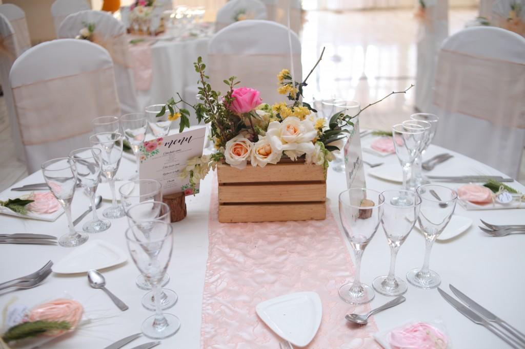 décoration salle mariage champêtre colonnades photosary emilio elviane (1)